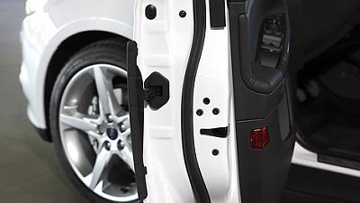 Ford Focus получит защиту на двери от ударов о другие автомобили