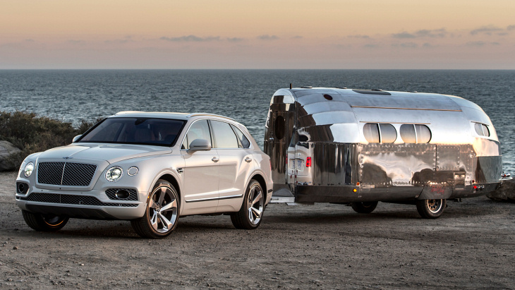 Bentley Bentayga с прицепом Bowlus Road Chief