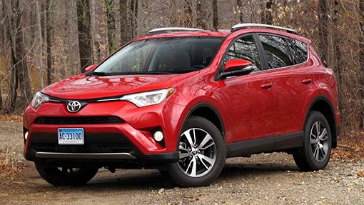 Toyota заняла вРФ более 30% импорта легковых автомобилей class=