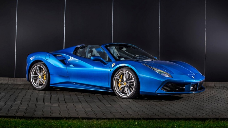 Родстер Ferrari 488 Spider by Carlex Design