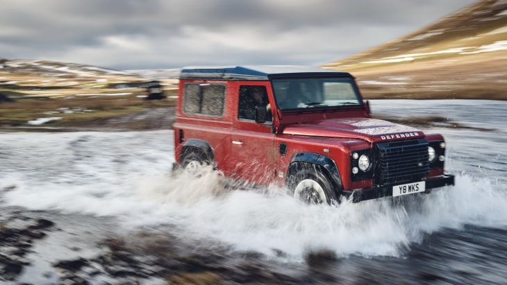 Внедорожник Land Rover Defender Works V8