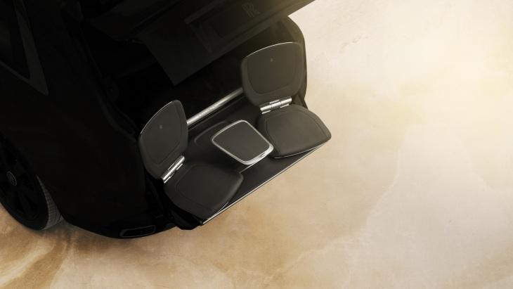 Выдвигающиеся задние кресла внедорожника Rolls-Royce Cullinan
