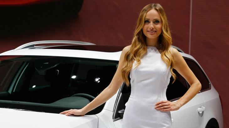 Автовыставка девушки в белом #14