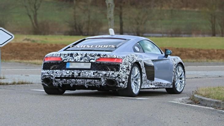Рестайлинговый суперкар Audi R8 замечен на дорожных тестах