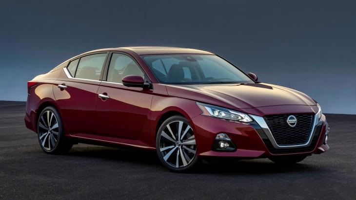 Седан Nissan Altima нового поколения