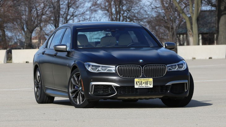 Седан BMW M760i