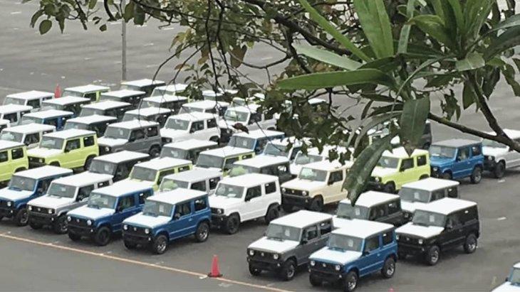 Внедорожники Suzuki Jimny нового поколения на складе готовой продукции
