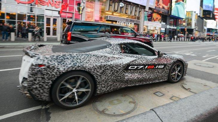 Chevrolet представил первый тизер фееричного суперкара Corvette C8